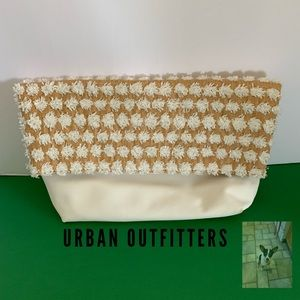 White medium size fold over clutch (Q)